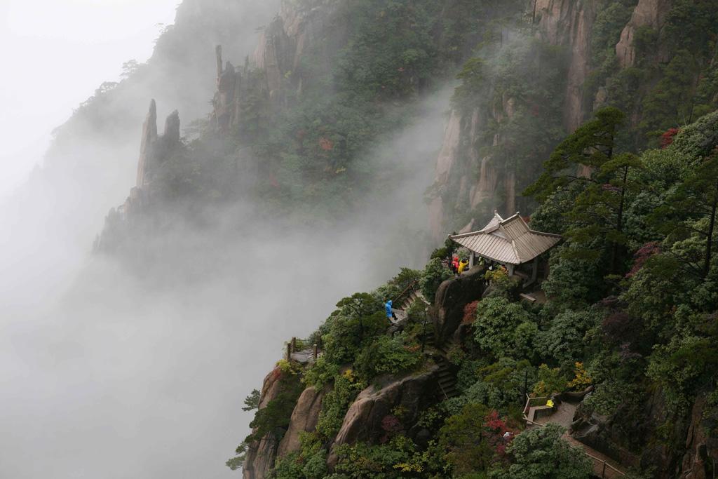 caoyunma作品:烟雨润黄山(一)
