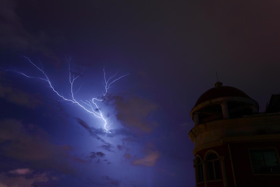 左海山人作品:暴雨后的闪电