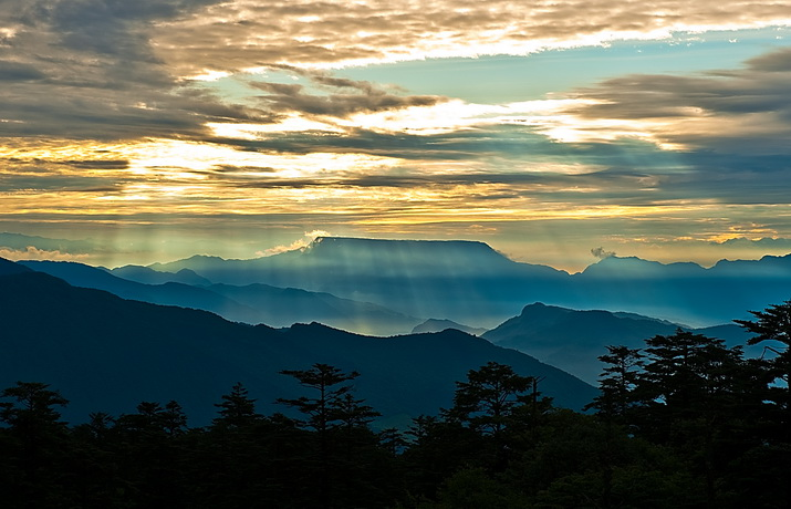 石峰子作品:日罩瓦屋山
