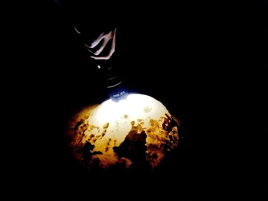 gyrbf作品:洞里的水晶石