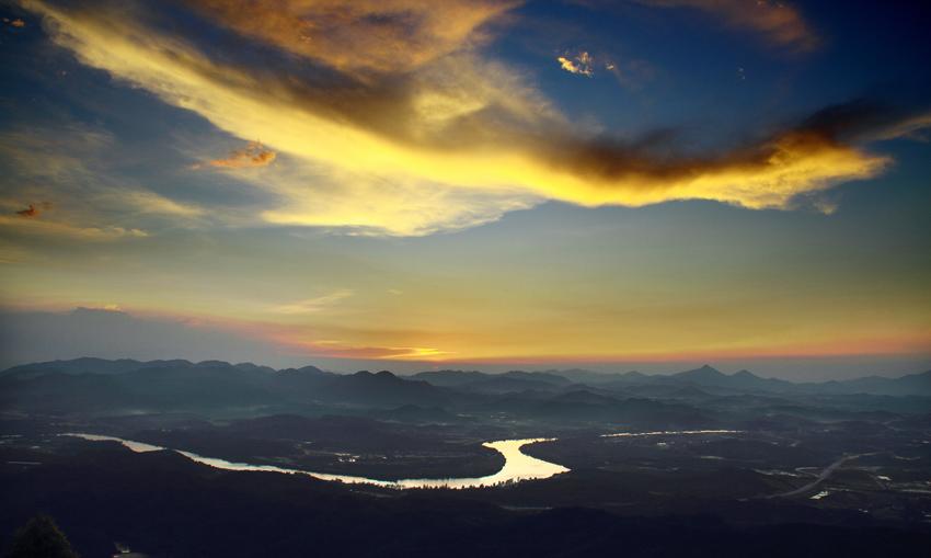 沙锅作品:晚霞与小河
