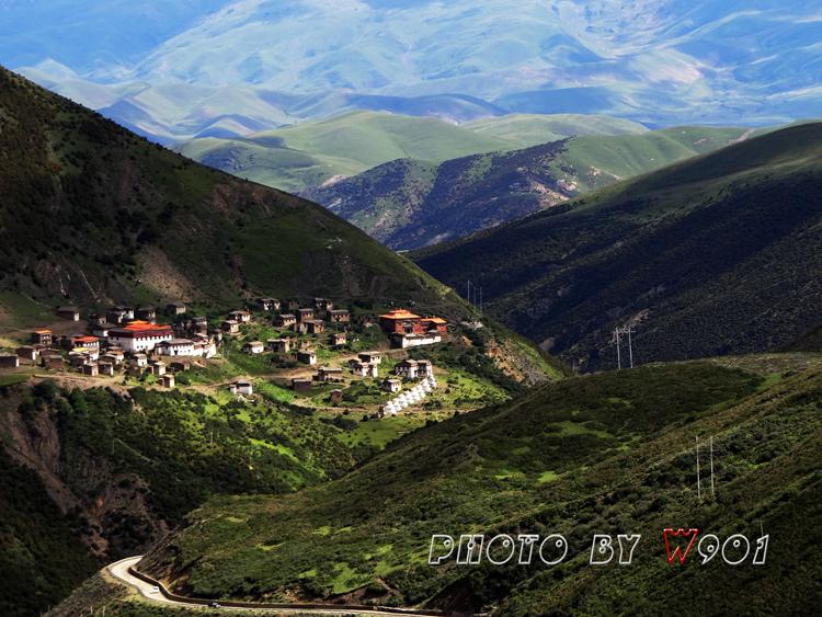 w901作品:大山深处的藏族村庄