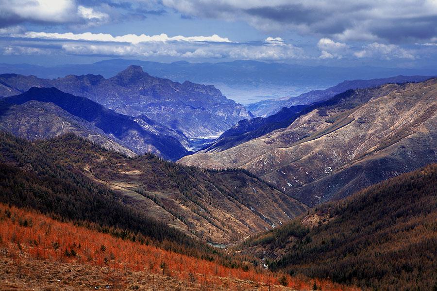 超级猎手作品:俯视群山