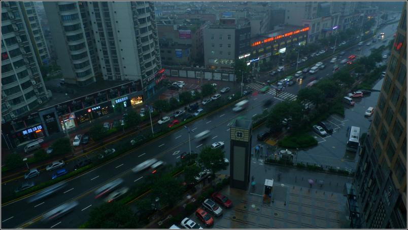 大俗大雅作品:夜幕低垂的城市