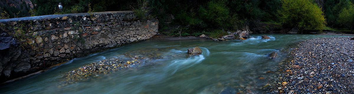 超级猎手作品:则岔石林的小河