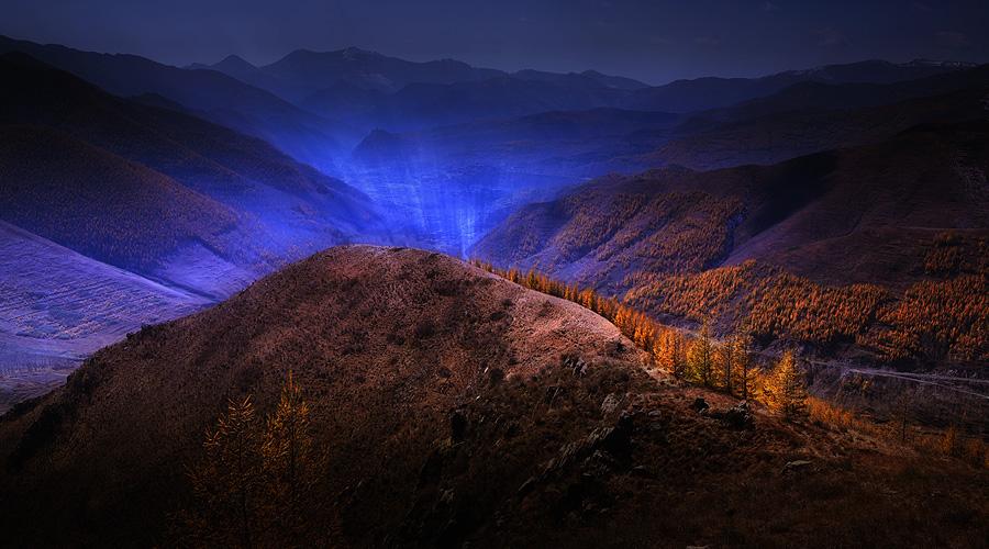 超级猎手作品:月光下的山那边