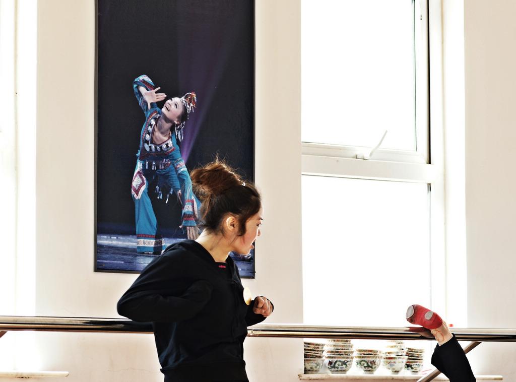 景缤作品:舞蹈老师
