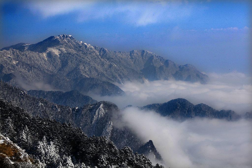 劲舞香溪作品:云雾雪山