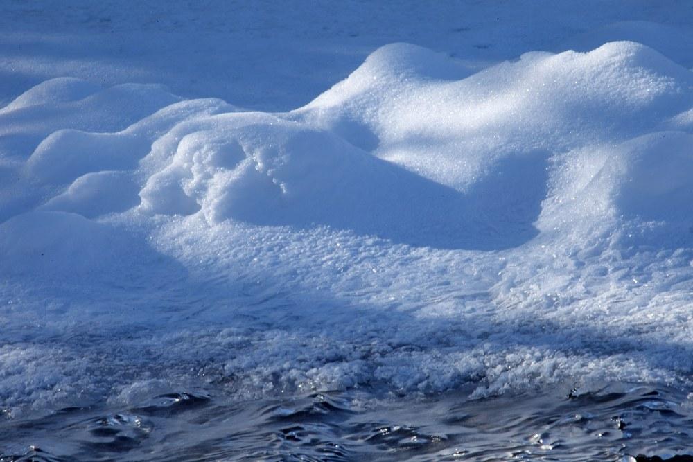 大岭鲜卑作品:河边冰雪
