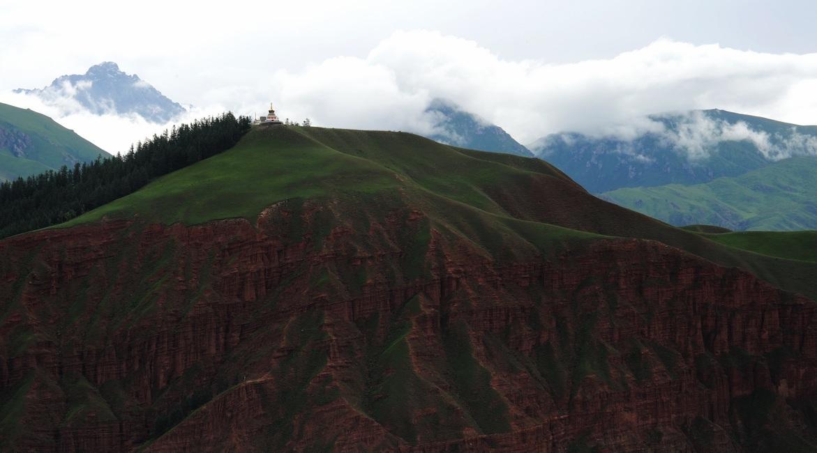 宗喀居士作品:云蒸雾绕的祁连