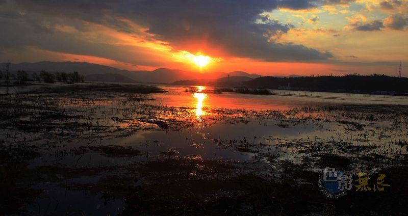zjj禅作品:洱海日出