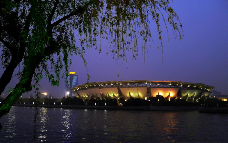 君子兰作品:夜拍苏州体育馆