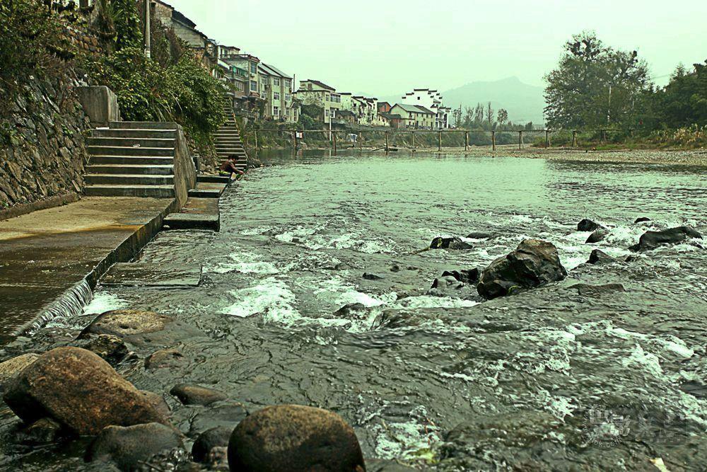 东力传动作品:只有水声的小镇