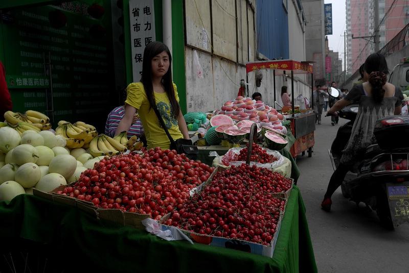 大俗大雅作品:卖水果的女孩