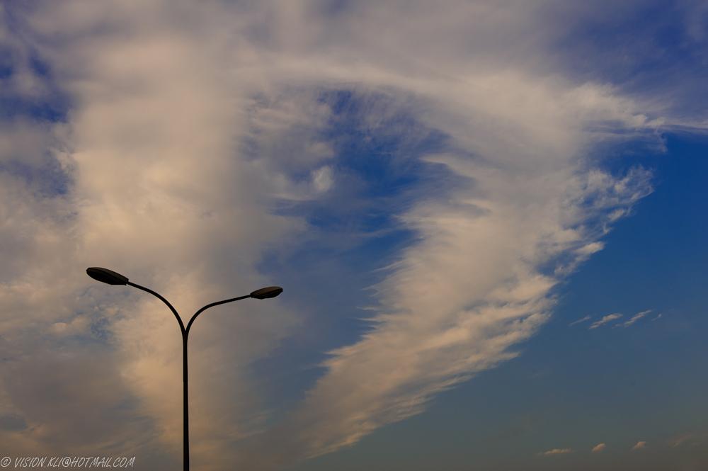 KLV作品:路灯和云