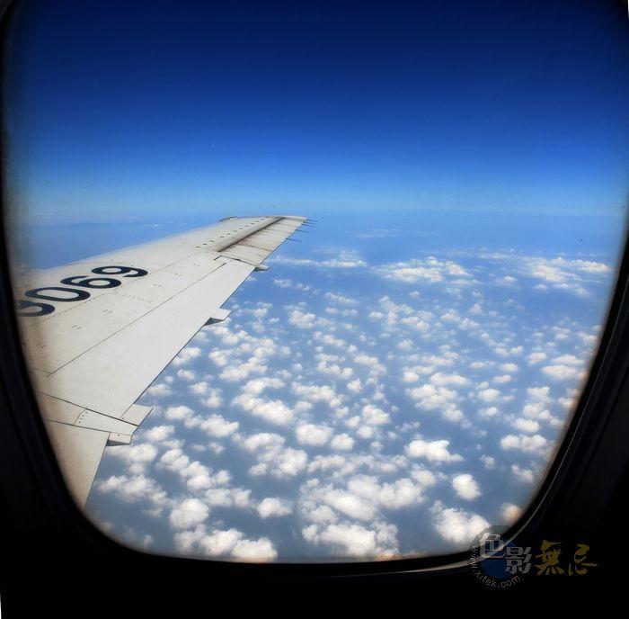 爱得很深作品:飞机上拍云1