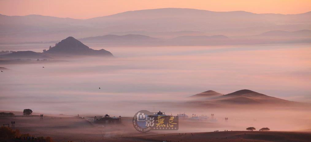 骑兵一员作品:《秋雾流倘的草原》