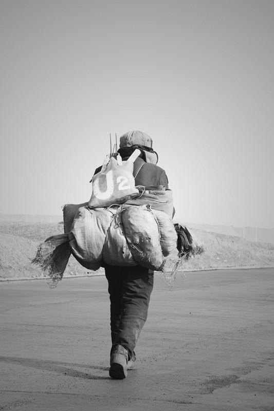 愤怒的沙漠作品:孤独的漂泊