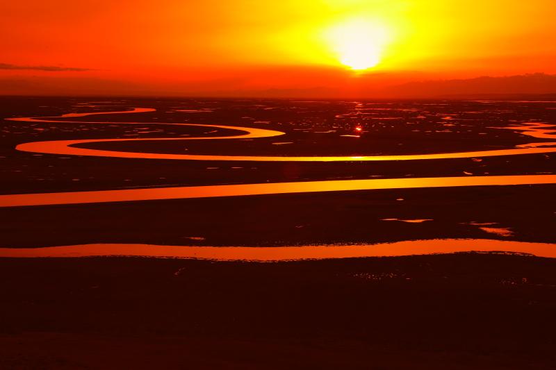 风雨外地人作品:夕阳下的九曲十八弯