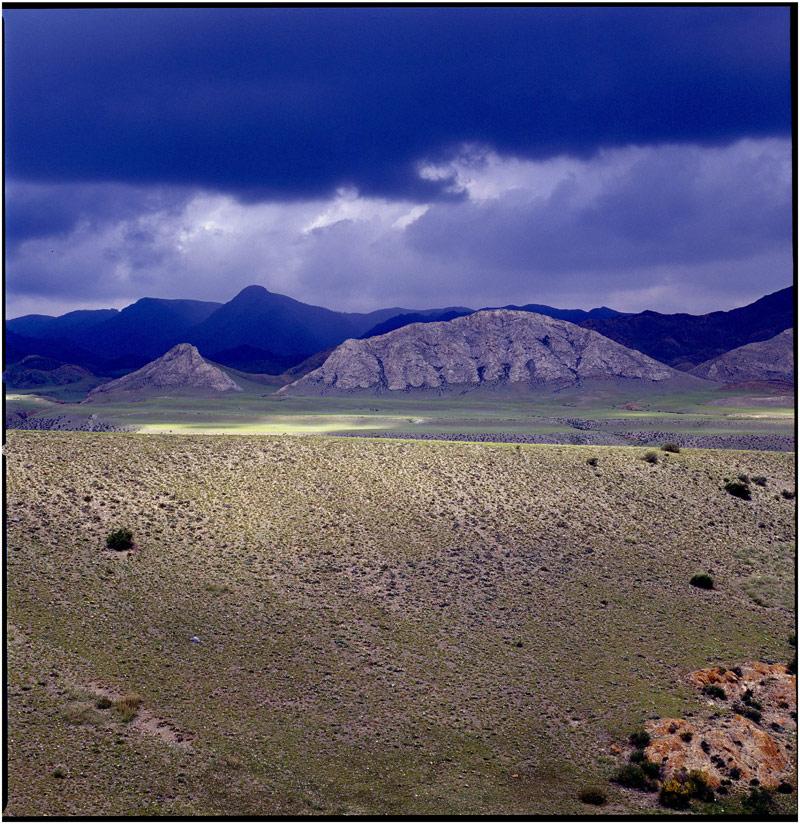 水上山作品:乌云,山丘,荒野