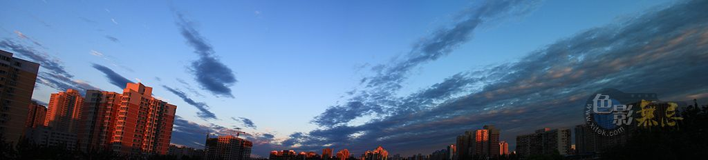 Enochina作品:清晨的云
