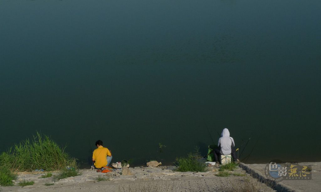 冬日看海作品:钓鱼人