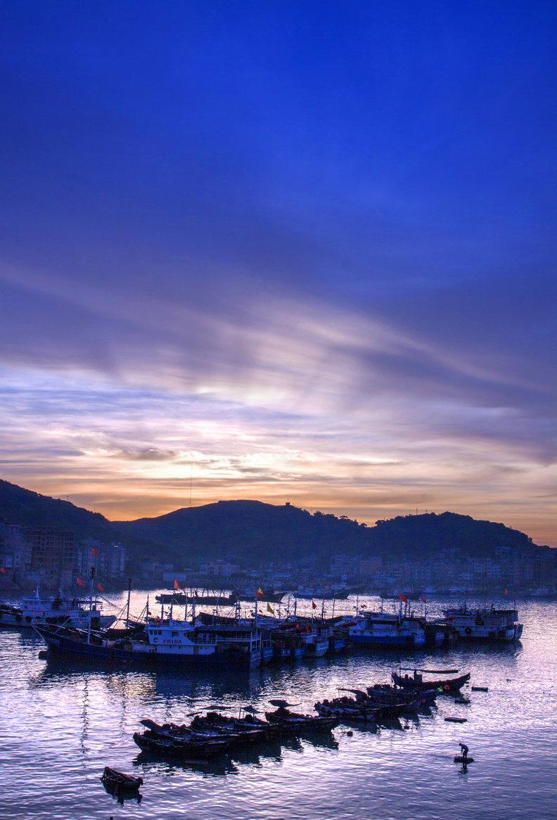 向左转作品:黎明的渔港