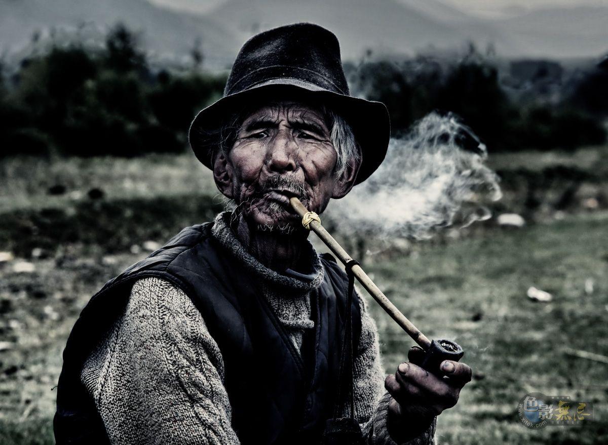 風の季節作品:藏族老人