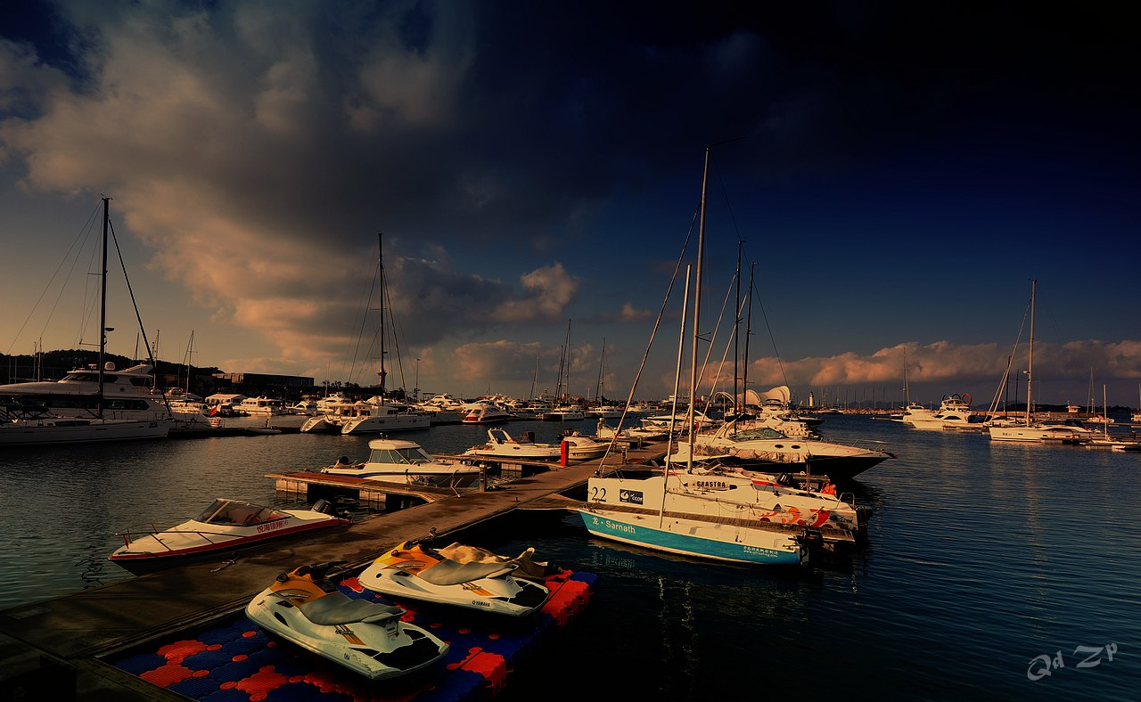 qdll作品:青岛晨光中的港湾