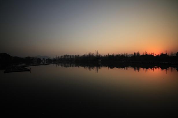 驼腰作品:新年日暮西湖好