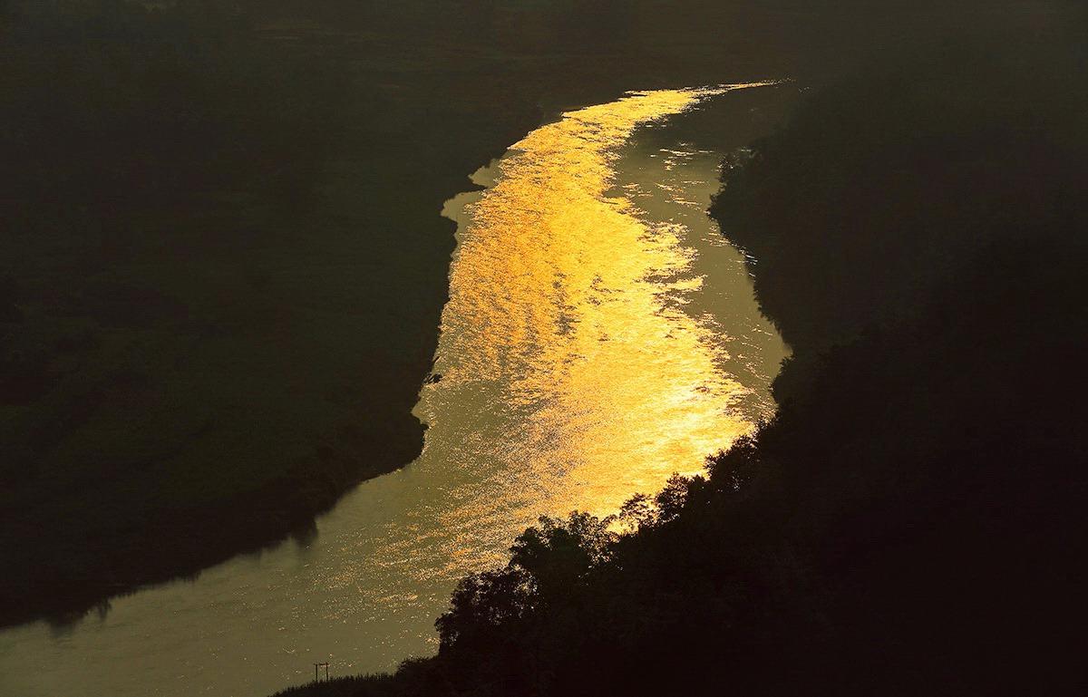 飞龙在天118作品:从太阳上流出的河
