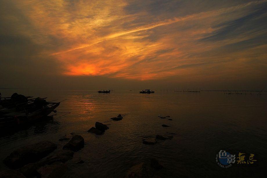 远处の星光作品:湖上黄昏