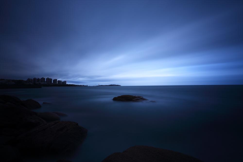 月色港湾作品:云雨欲来风满楼