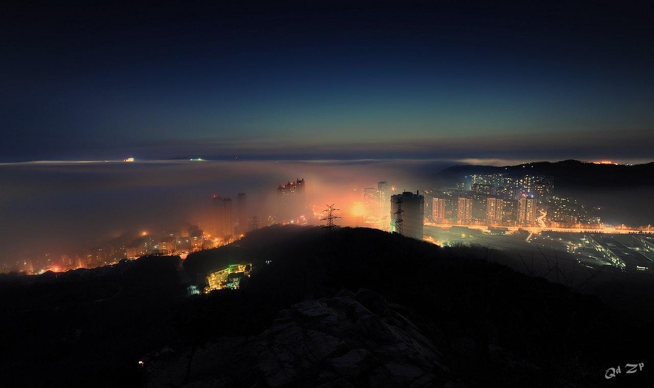 qdll作品:青岛夜色中的平流雾
