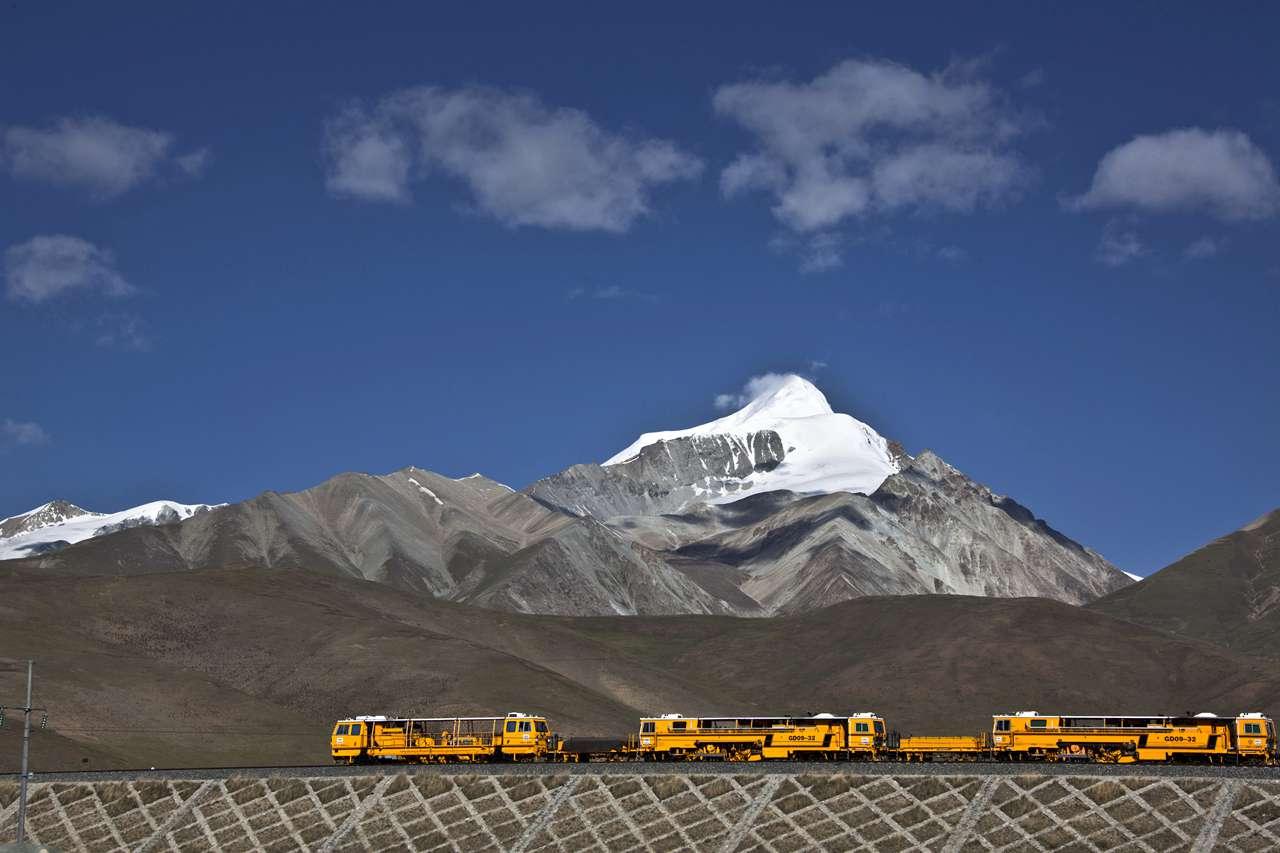 mylinan作品:青藏铁路那区段