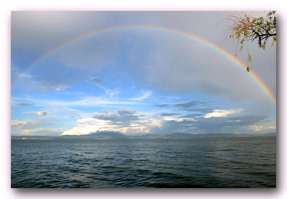 何影作品:滇池彩虹