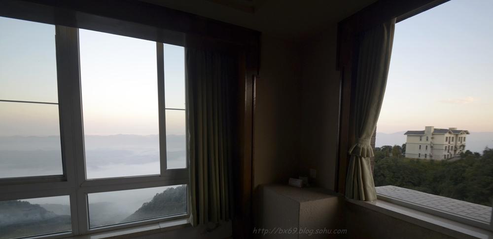 白雪摄影作品:《窗外的风景》