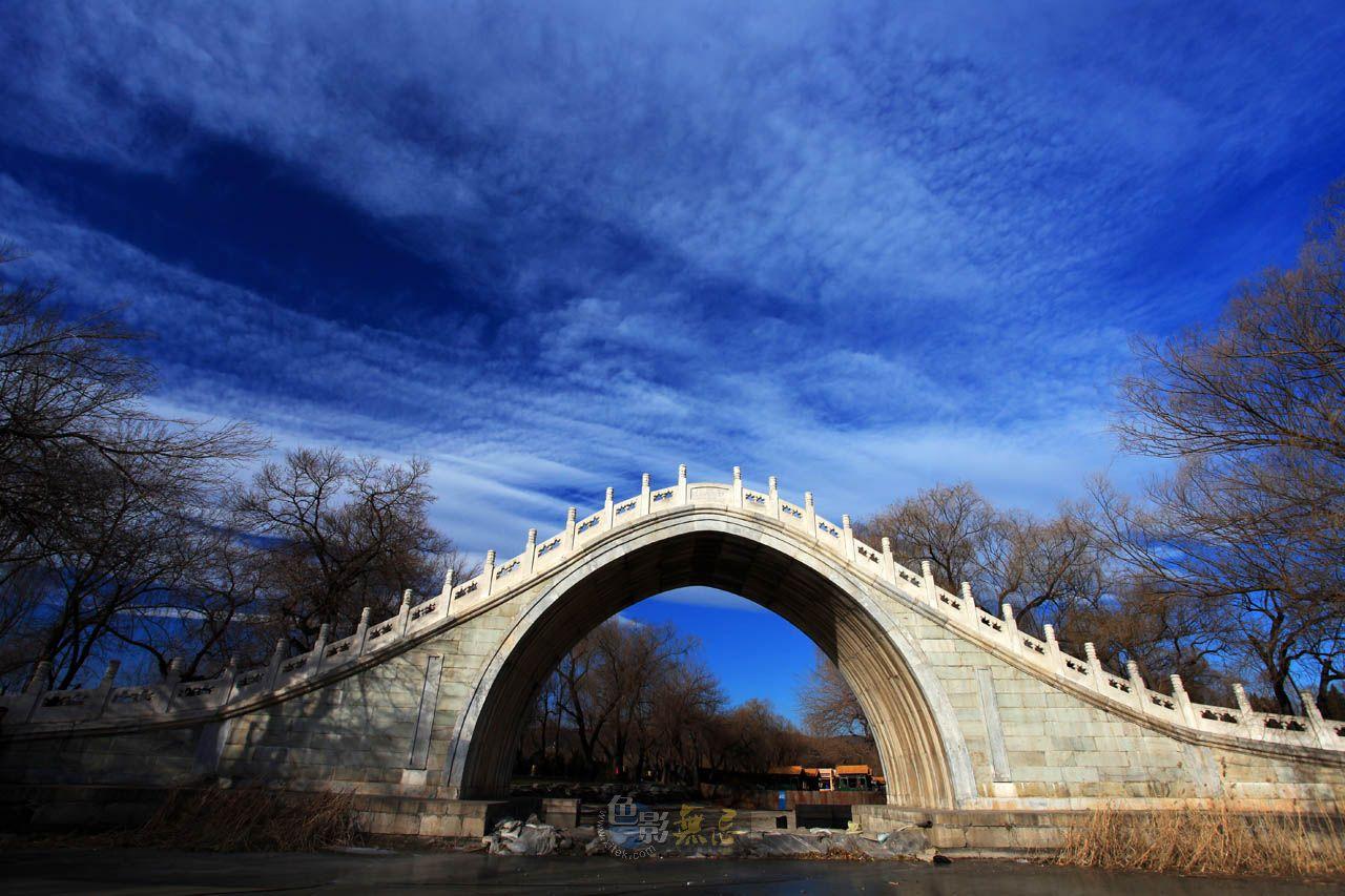 sunsaw作品:蓝天下的玉带桥