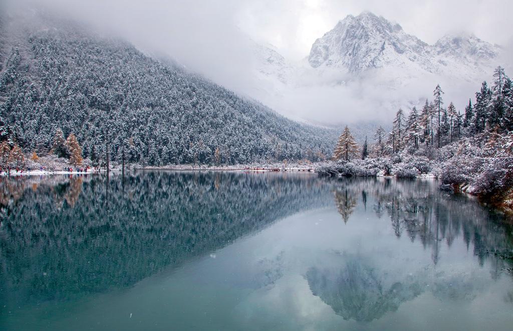 漆洁冰作品:川西初雪