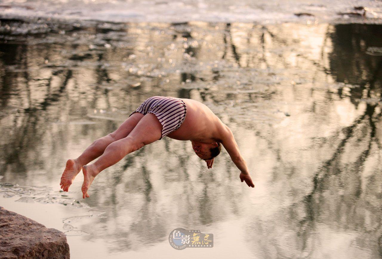 sunsaw作品:冬泳爱好者