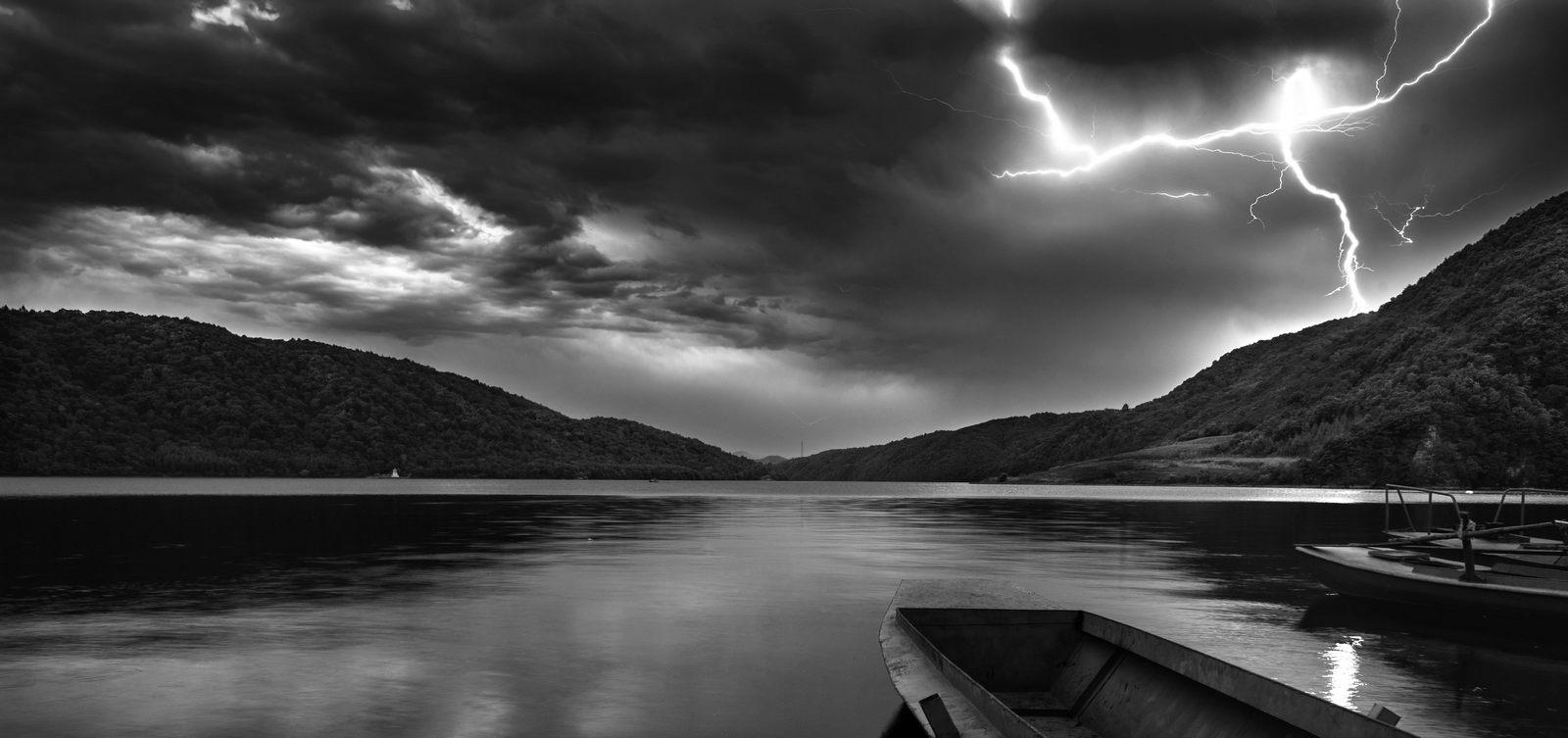 山海原野作品:平静的湖,不平静的天