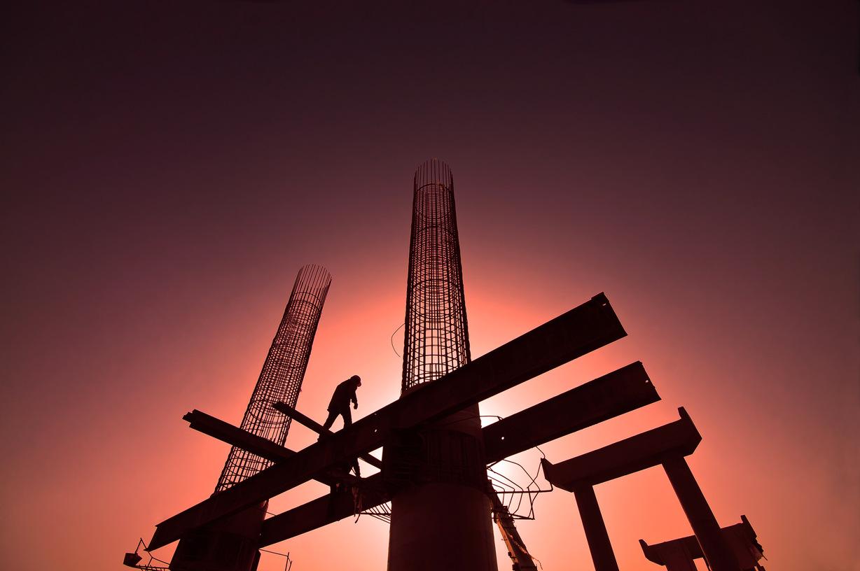 摄友王作品:烈日下的造桥工
