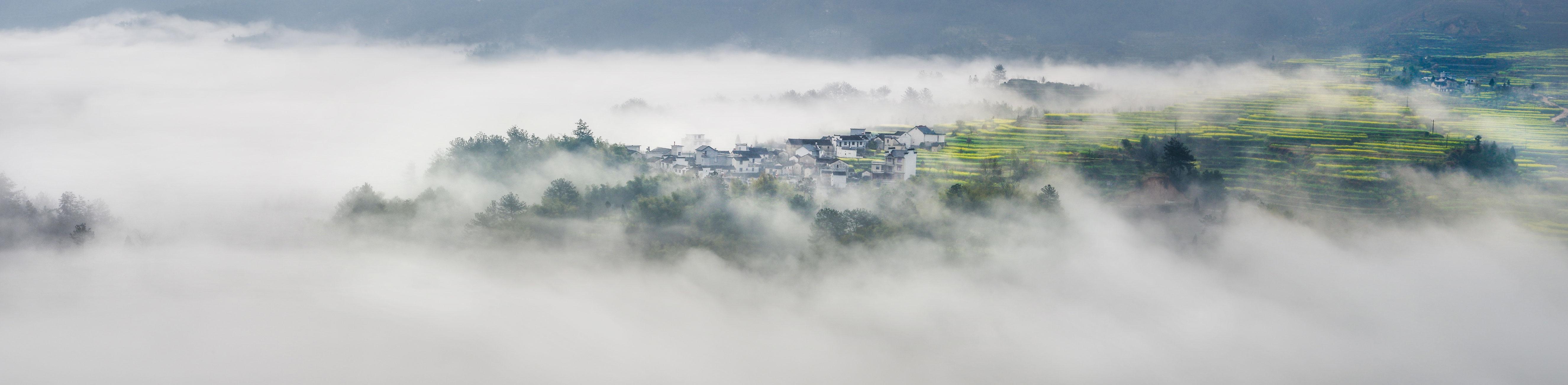 太阳滋味作品:雾海茫茫漫山村