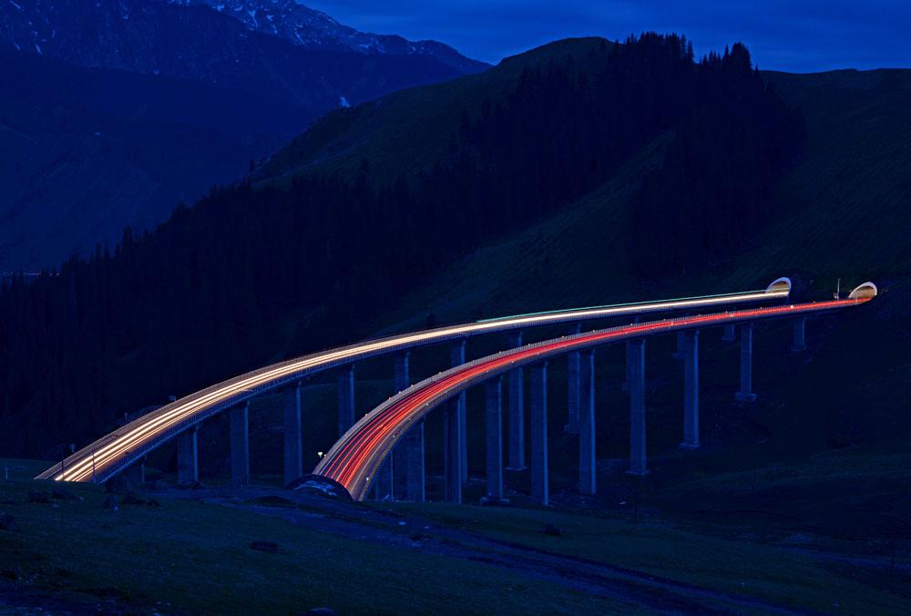长甲归来作品:《大桥夜色》
