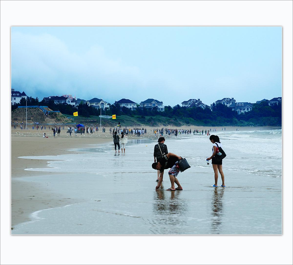 wsz作品:海滩拾贝