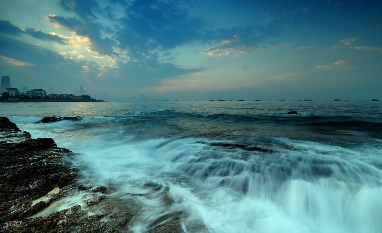 qdll作品:青岛薄雾中的清晨