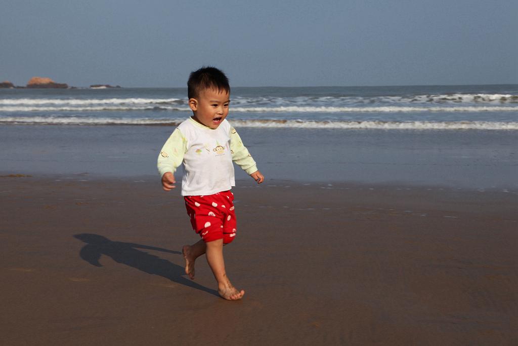 顺顺0414作品:海滩-----孩子们的天堂
