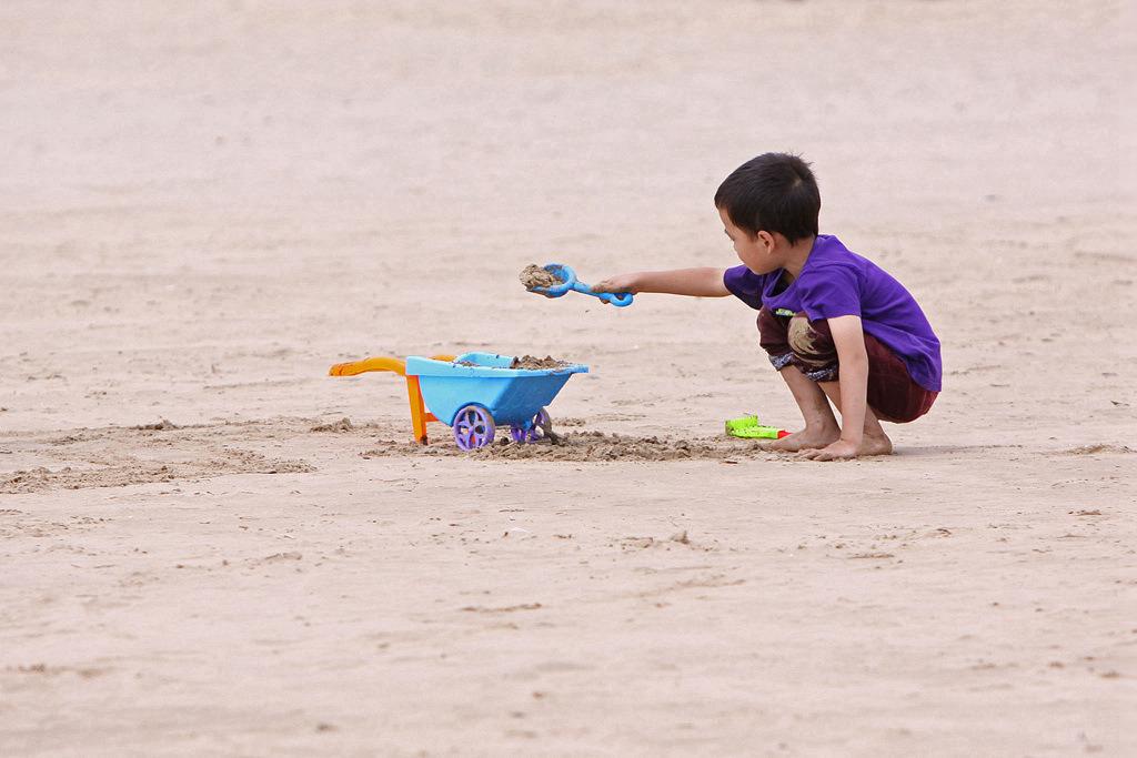顺顺0414作品:海滩-----孩子们的天堂2