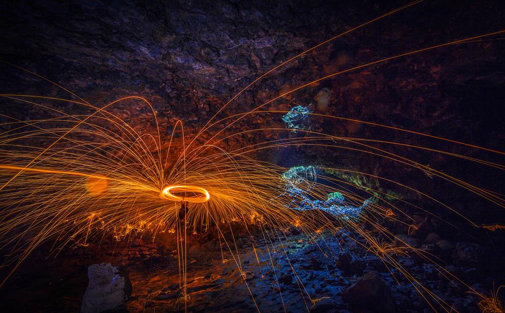 夜雾深沉作品:火舞熔岩洞