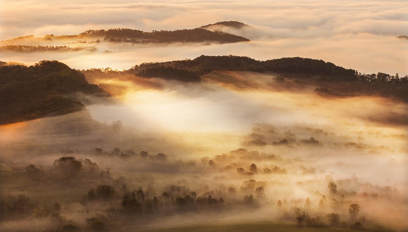 太阳滋味作品:雾锁山头山锁雾
